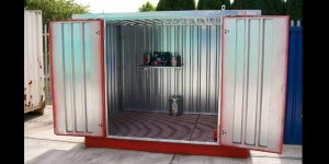 Container with sump
